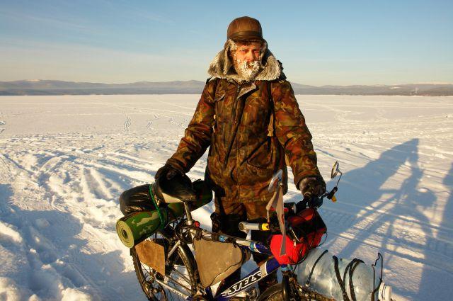 Алексей Орлов совершал одиночные путешествия на велосипеде даже зимой.