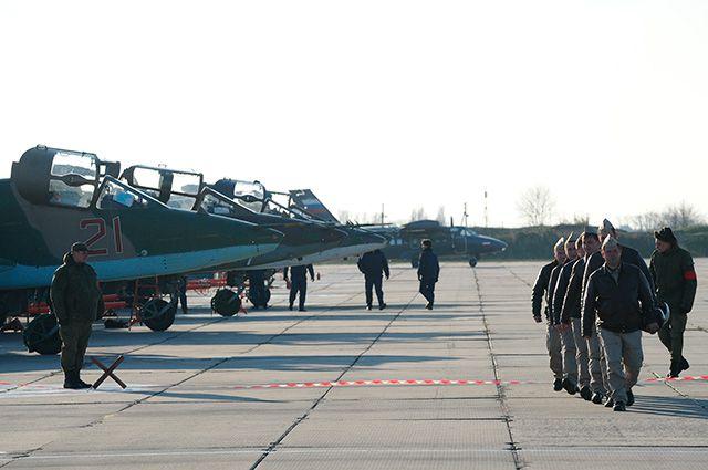 Встреча экипажей штурмовиков Су-25 ВКС России, вернувшихся из Сирии, на аэродроме в Приморско-Ахтарске.