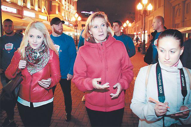 Рейды «Безопасная столица» проводит вместе с участковыми, общественниками и даже своим руководителем - Инной Святенко. Фото: safemsk.ru.