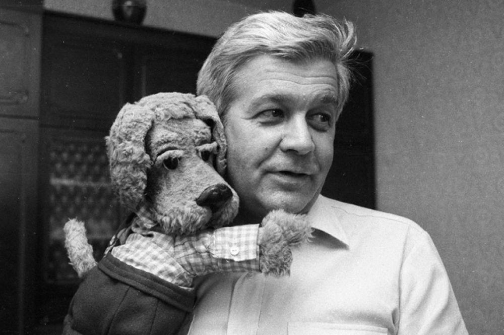 Владимир Ухин с 1960 года вёл «Спокойной ночи, малыши» и программу передач.