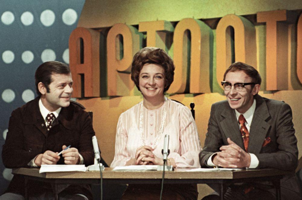 Анна Шилова — диктор ЦСТ с 1956 года. Вела музыкальную передачу «Песня года» в паре с Игорем Кирилловым.