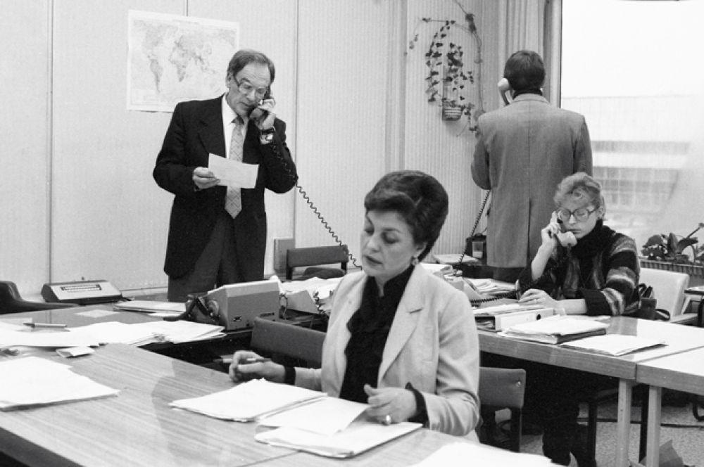 Диктор Центрального телевидения Аза Лихитченко. С 1960 года вела «Новости ЦТ» и программу «Время».