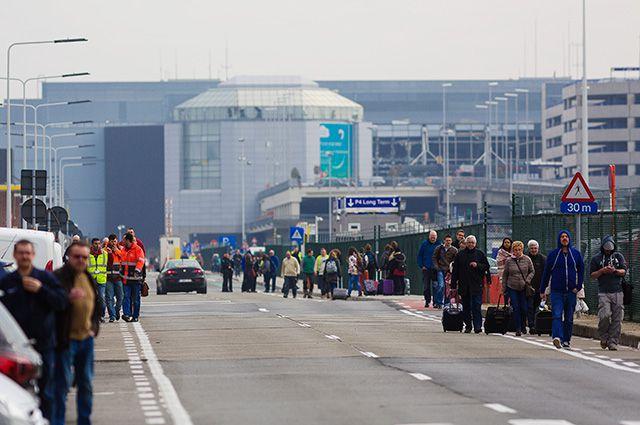 У аэропорта в Брюсселе, где произошёл взрыв.