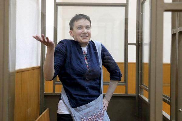 Надежда Савченко в зале заседаний Донецкого городского суда Ростовской области.
