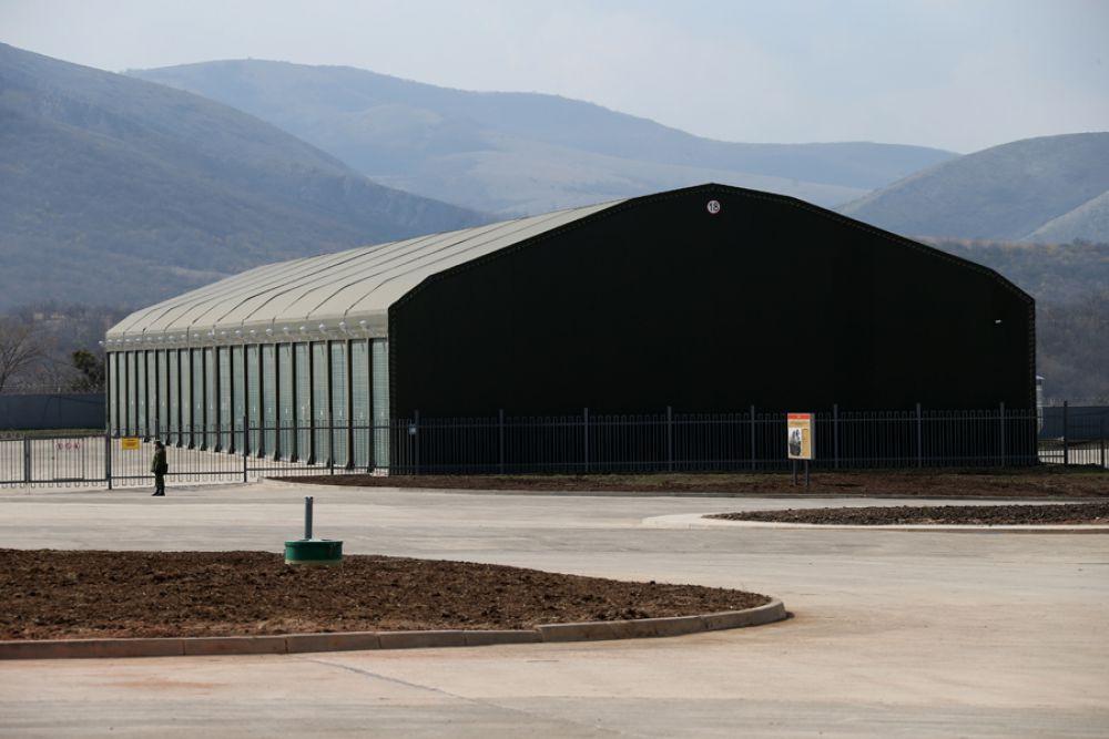 Комбриг доложил, что к настоящему времени введена в действие современная парковая зона, где военная техника хранится в отапливаемых тенто-мобильных устройствах.