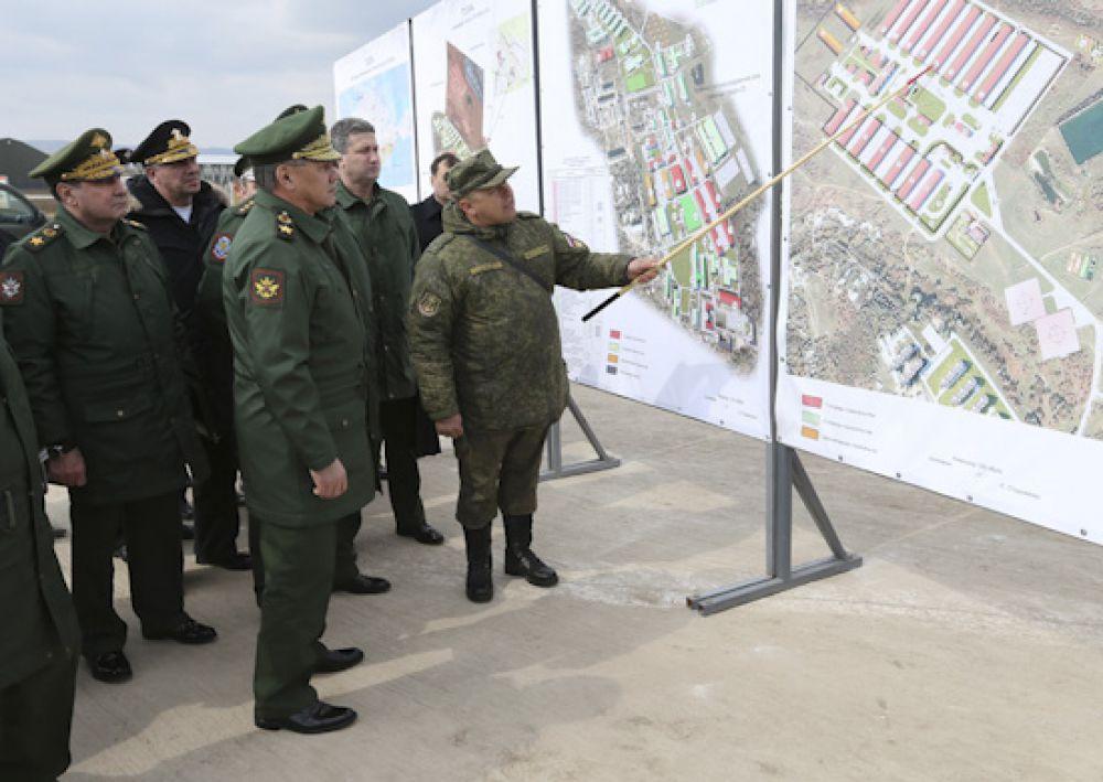 Глава военного ведомства заслушал доклад командира бригады о ходе строительства объектов инфраструктуры военного городка