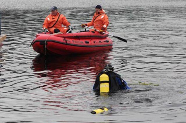 Водный экипаж спасателей вытащил тело девушки из воды