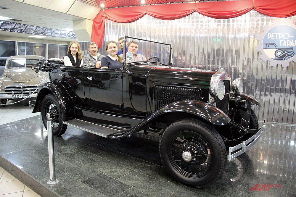 Самый старый экспонат коллекции – Газ-А 1932 года выпуска. Изначально автомобиль имел только раму, двигатель и кузов, всё остальное ребята собрали сами.
