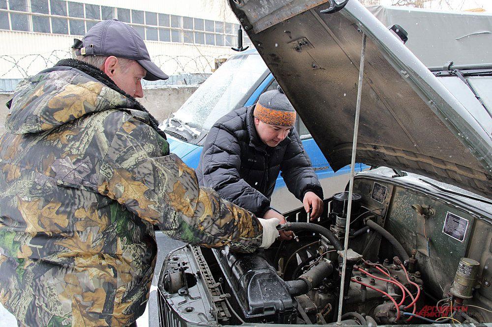 Под чутким руководством Алексея Александровича карбюратор «встаёт» на ГАЗ-69 как родной.