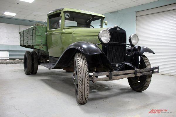 Красавица «полуторка», которую подняли со дна Ладожского озера, теперь удивляет посетителей ретро-гаража.