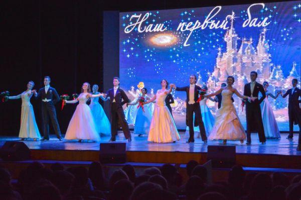 Два месяца педагоги дополнительного образования занимались с конкурсантками хореографией, вокалом и сценической речью.