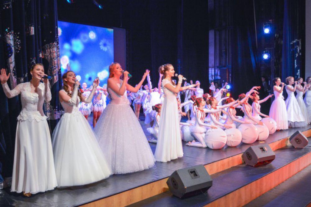 В этом году в конкурсе приняли участие 68 девушек, обучающихся в 10-11-х классах общеобразовательных учреждений города. В ноябре 2015 года состоялись районные этапы конкурса, по итогам которых в финальную часть вышли 8 победительниц (по одной девушке от каждого района).