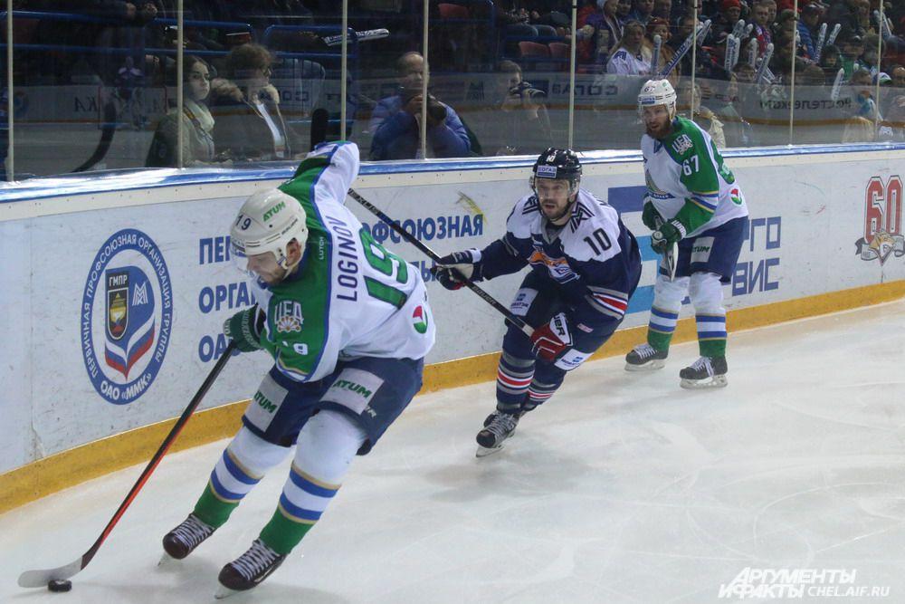 Во время третьего игрового отрезка ситуация повторилась в обратном порядке: «Металлург» стараниями Алексея Кайгородова вырвался вперёд, но уфимцы сумели отыграться и перевести игру в овертайм.