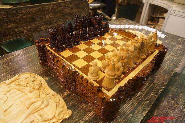 Шахматы стоят от тысячи рублей.