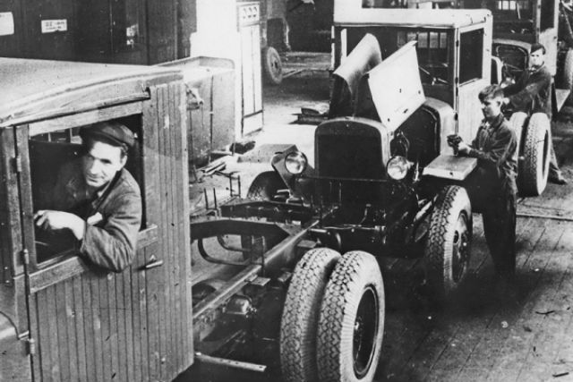 На родину Ленина были эвакуированы 15 промышленных предприятий.
