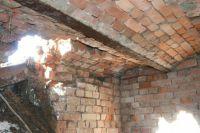 Кирпичные своды подземелья. Фото с места событий.