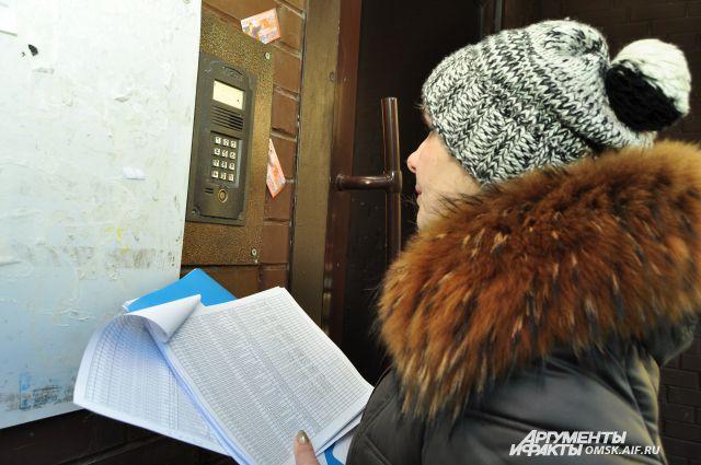 Представители ресурсоснабжающей компании обошли квартиры неплательщиков.