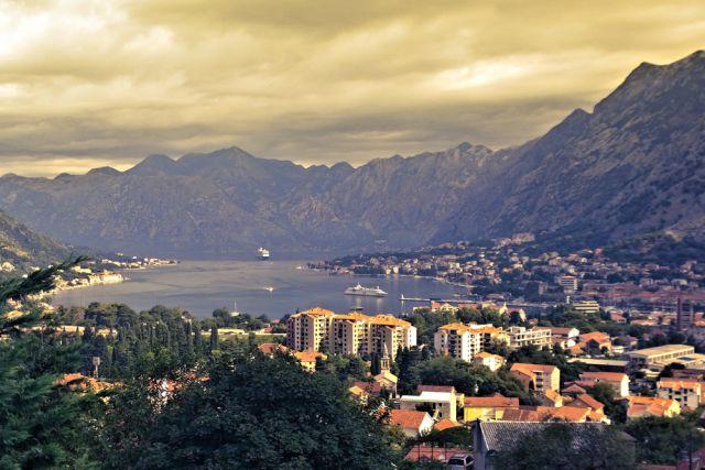 Полиция Черногории задержала и допросила более 50 россиян