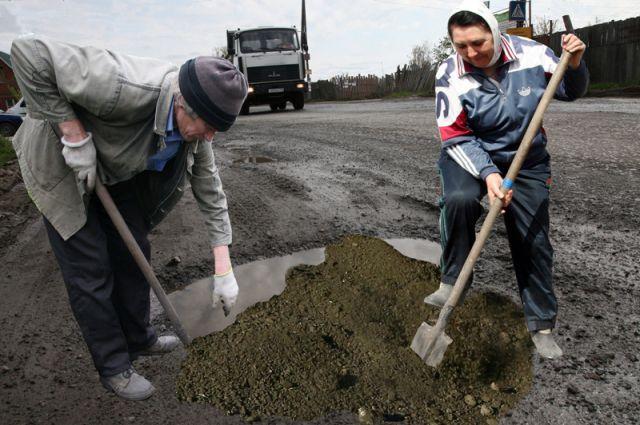 А если лопаты в руки возьмут все горожане, дорожникам можно будет массово увольняться?