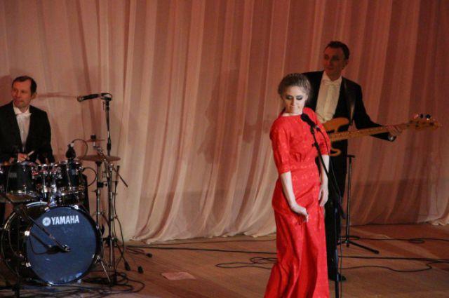 солистка группы  «Элен и ребята» -Елена Липаева