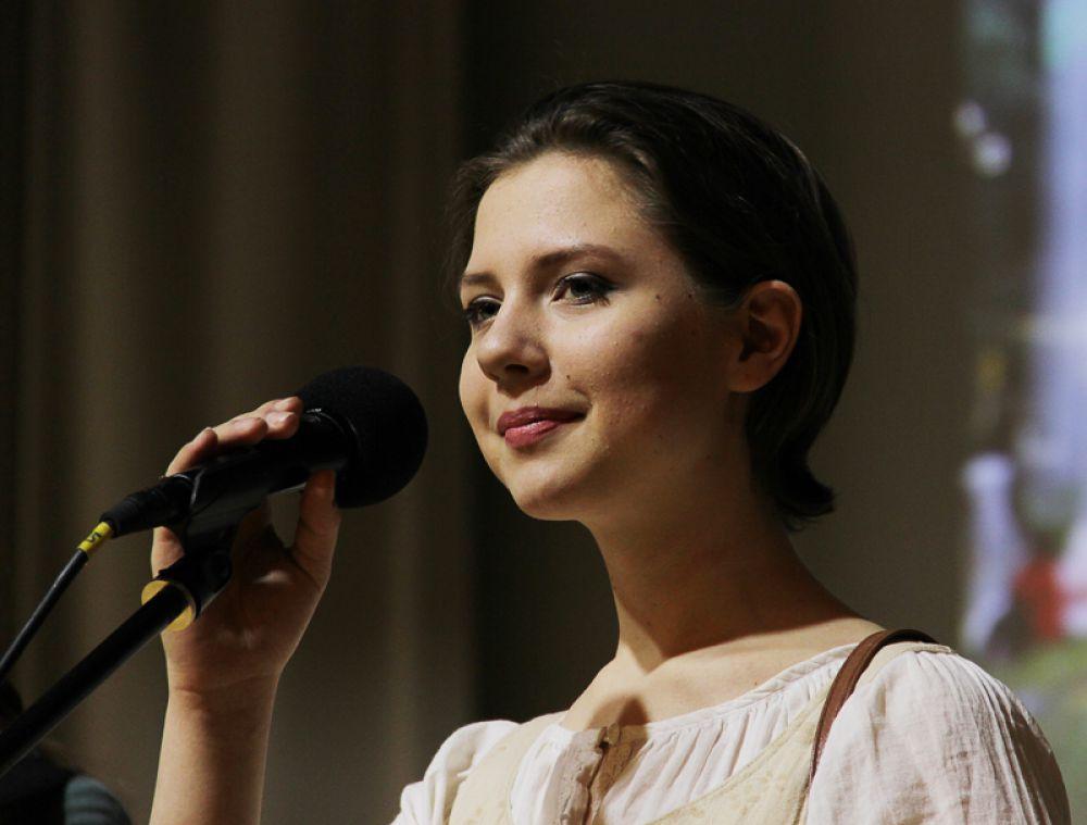 На сцене ансамбль «Оберег» из Казани.