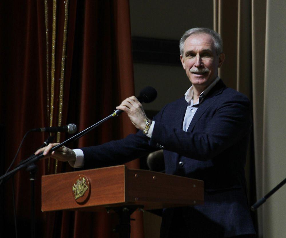 Участников и гостей поздравил губернатор Сергей Морозов.