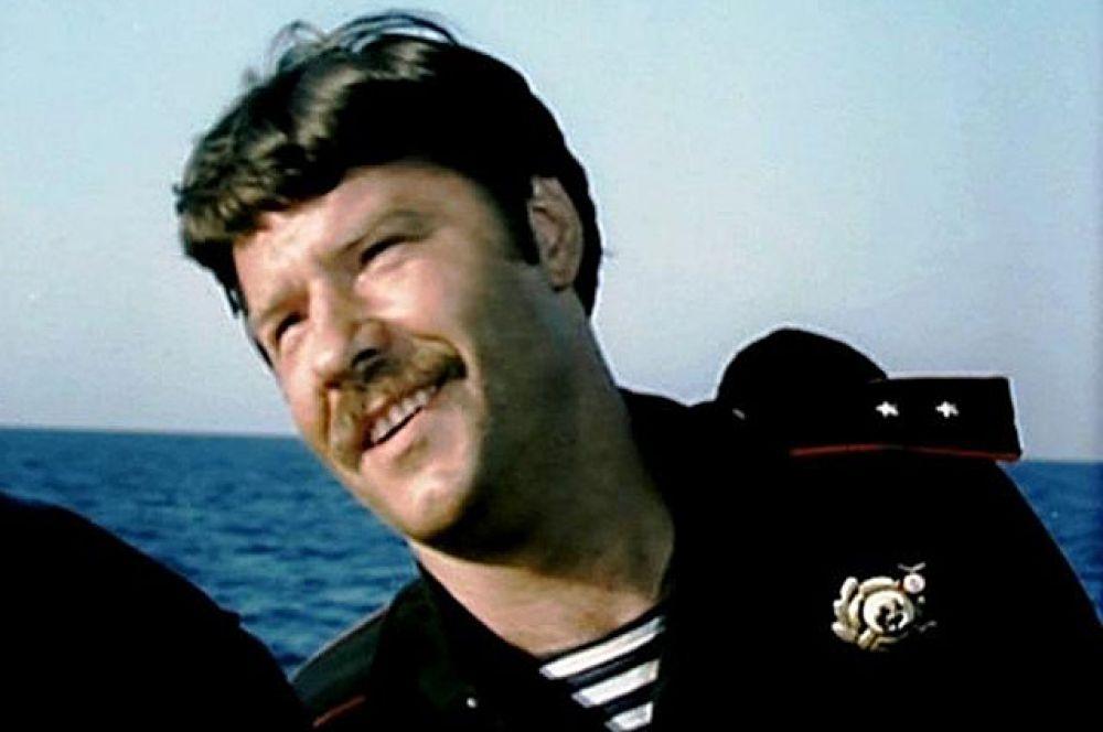 «Одиночное плавание», 1985 год. Роль - гвардии прапорщик Александр Круглов