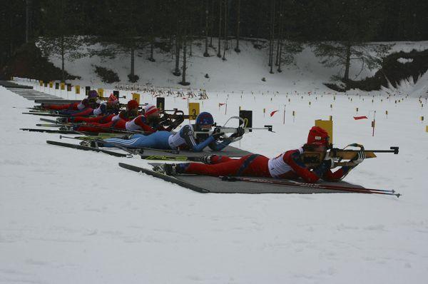 В эстафете участвовали юноши и девушки 13-14 лет.