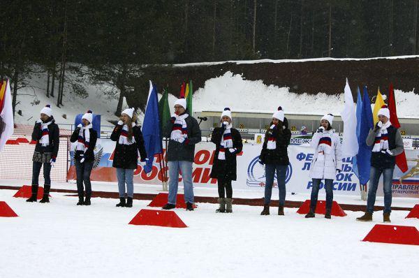 Творческие коллективы выступали во время открытия.