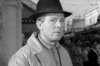 По словам Эльдара Рязанова, кандидатура Иннокентия Смоктуновского на роль Деточкина возникла ещё в 1962 году.