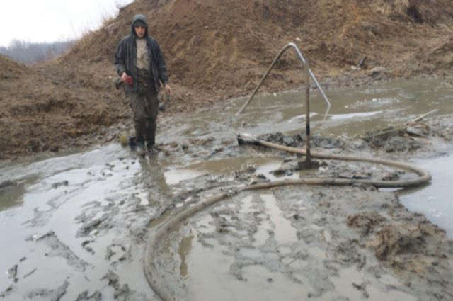 40 калининградцев задержали полицейские на карьерах по добыче янтаря-сырца.