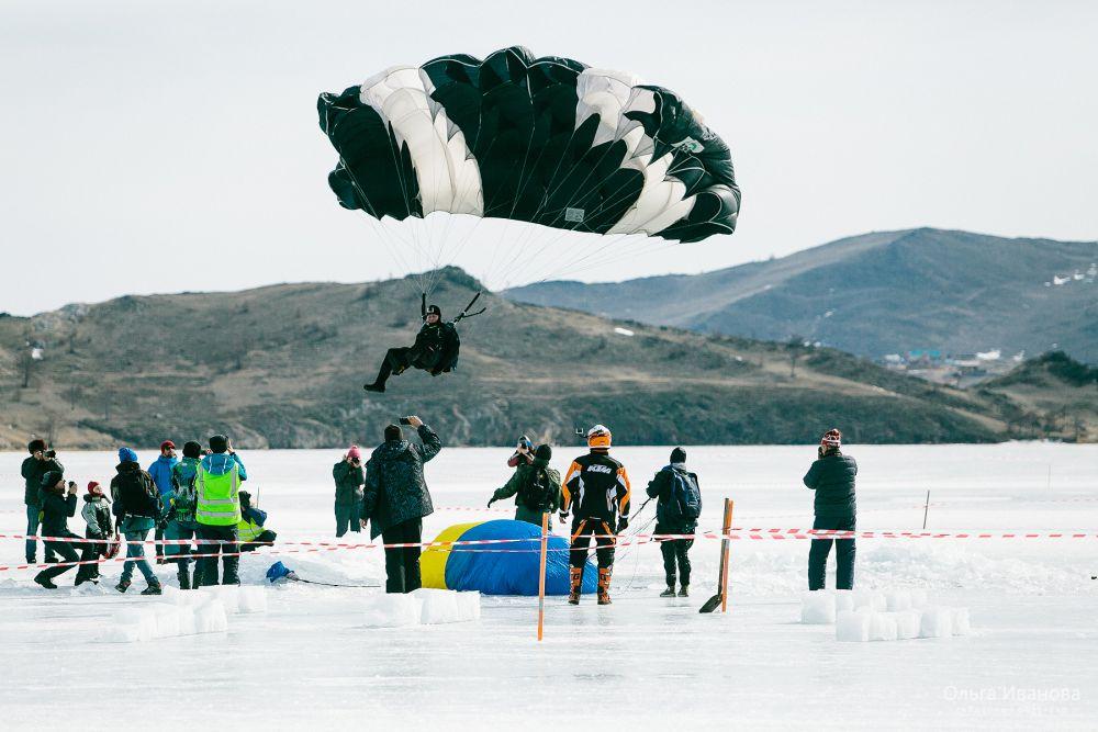 Спортсмены продемострировали точность приземления.