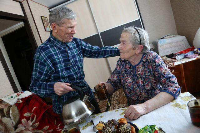 На празднование железной свадьбы к Горкуновым съедутся все: три дочери, восемь внуков, семь правнуков