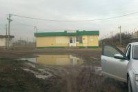 По такой дороге в Бурляевке дети ходят в школу...