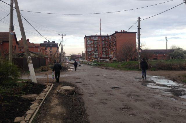 Непролазная грязь в спальном районе Краснодара. Не только в станицах, но и в краевом центре есть большой простор для гражданских инициатив.