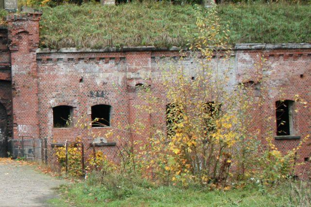 Житель Гурьевска провалился в открытый люк во время прогулки по форту № 10.
