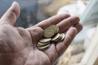 Учителя в поселке Октябрьском разбивают копилки, чтобы собрать денег на хлеб.