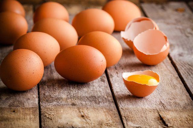 Грузовик растерял яйца и курей на Выборгском шоссе