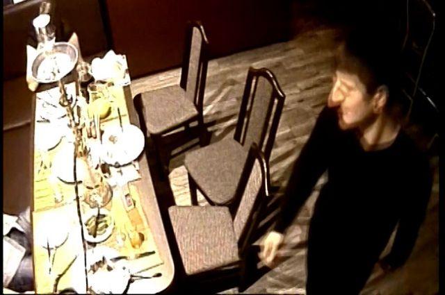 Компания попала в объектив камеры видеонаблюдения.
