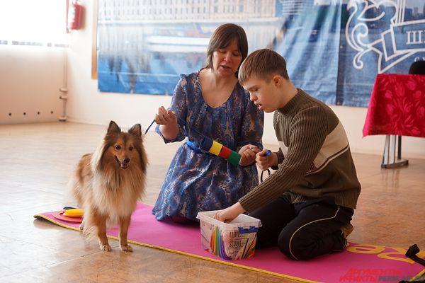 В мастер-классах участвовали дети-инвалиды и собаки-терапевты.
