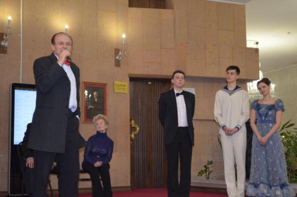 Перед публикой выступил народный артист России Геннадий Верхогляд.