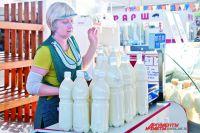 Популярно у омичей деревенское молоко на розлив.