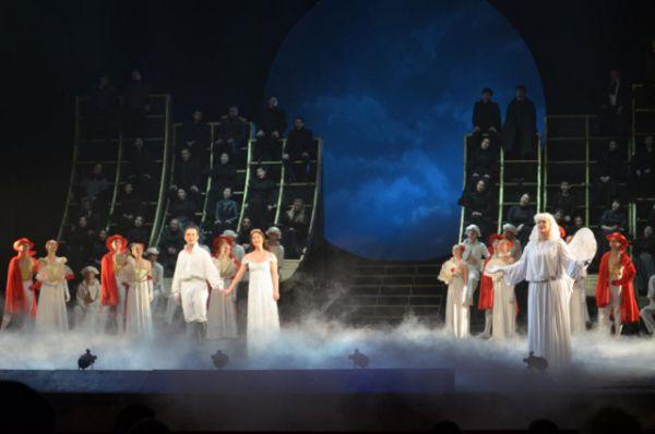 Международный день театра в донской столице отметили все, кто имеет отношение к сценическим подмосткам и просто влюблён в театральное искусство.