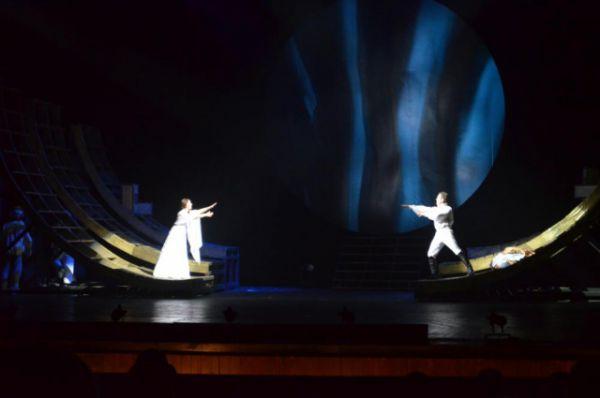 Сцена прощания графа Резанова и Кончиты – кульминация спектакля.