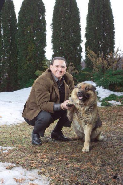 Владимир Гришко и овчарка Гранд, которую ему подарила певица Ирина Билык