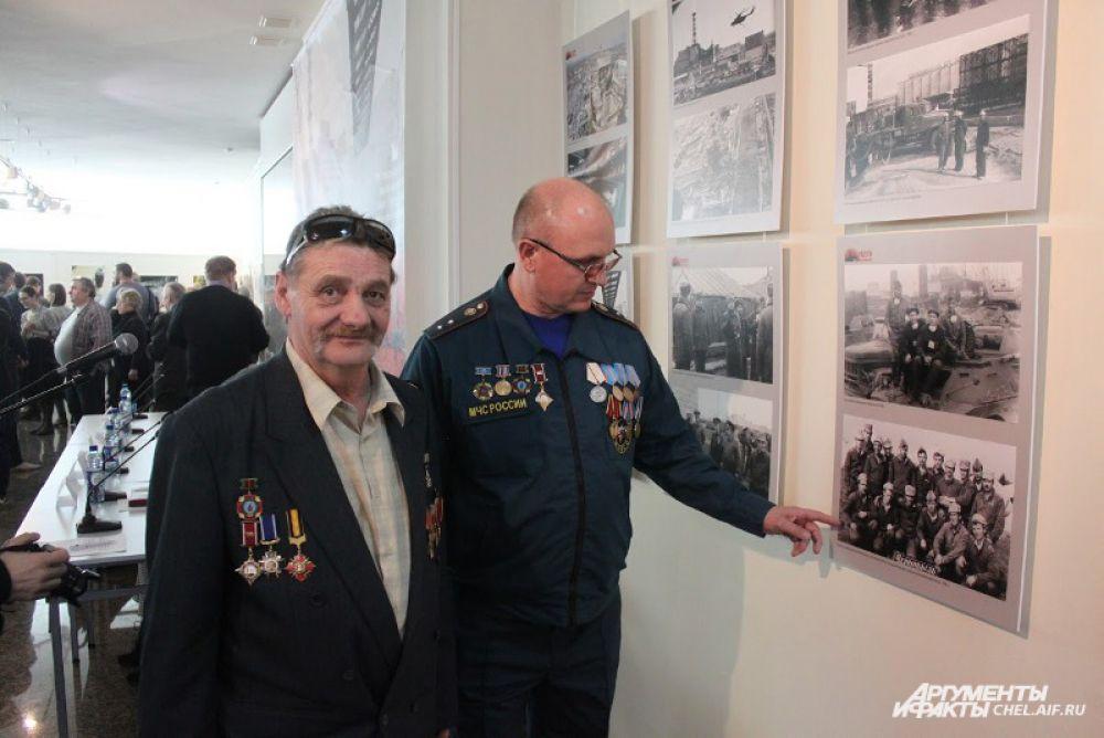 Первыми посетителями выставки стали южноуральцы-ликвидаторы ЧАЭС.