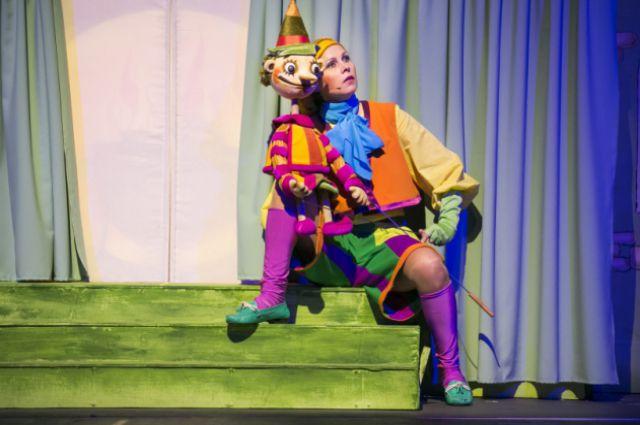 Сцена из спектакля «Золотой ключик, или Приключения Буратино»