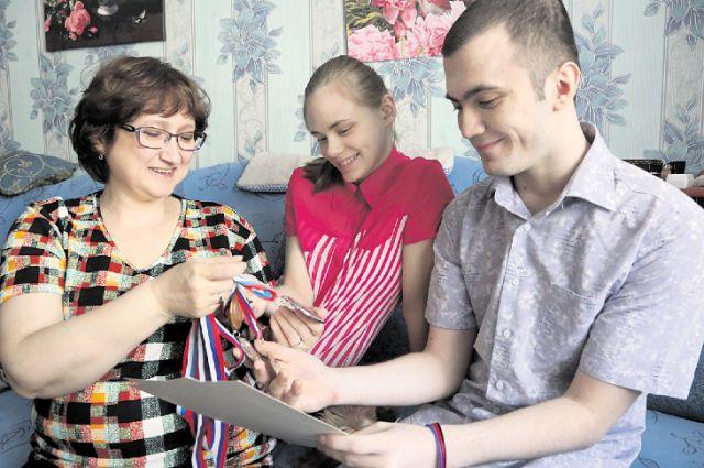 Виолетта (на фото в центре) мечтает пополнить копилку наград олимпийской медалью.