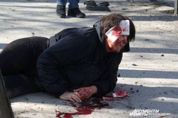 Случайные прохожие остановили кровь пассажирке легковой машины.