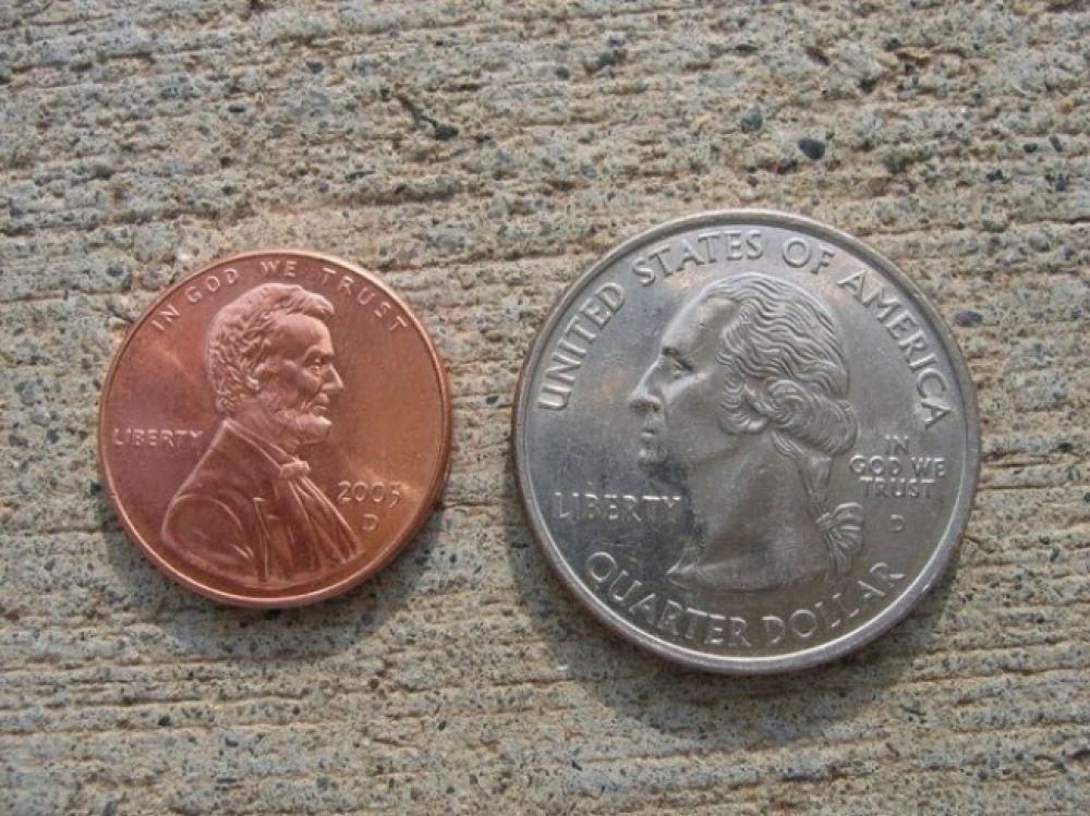 Закрепите монетки на полу, и развлечение всему офису обеспечено.